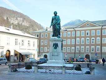 Памятник моцарту в зальцбурге фото с